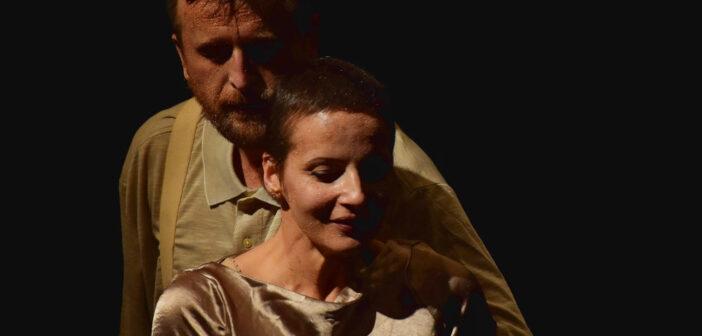""",,Ne-am sărutat după sfârșitul lumii"""" – Teatrul Masca reia spectacolele in sala"""